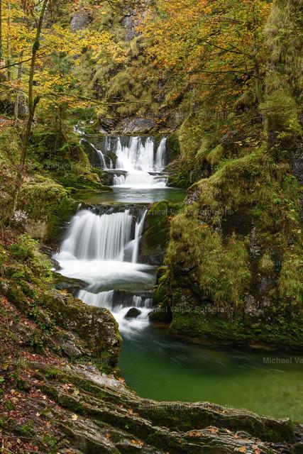 Rottachfall in Bayern | Herbst am Rottachfall in der Nähe von Rottach-Egern am Tegernsee.