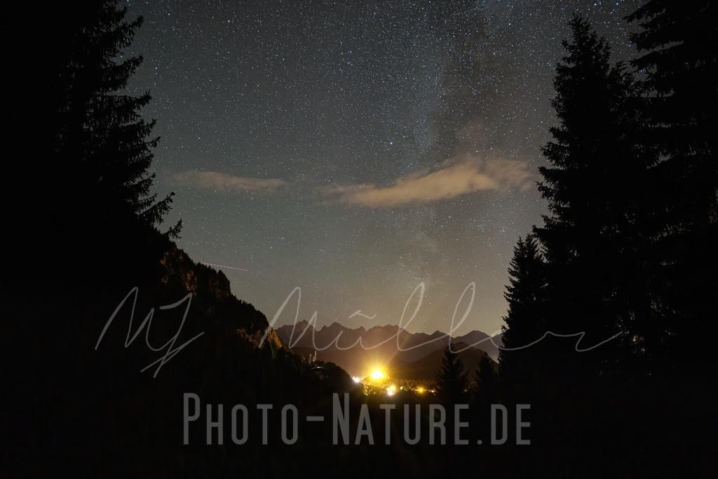 Sterne über dem Schloss   Das Schloss Neuschwanstein unter der Milchstraße
