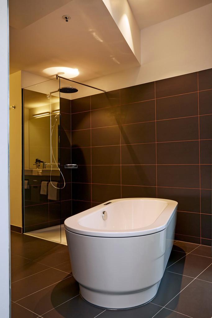 zimmer-suite-badewanne-02-hyperion-hotel-hamburg