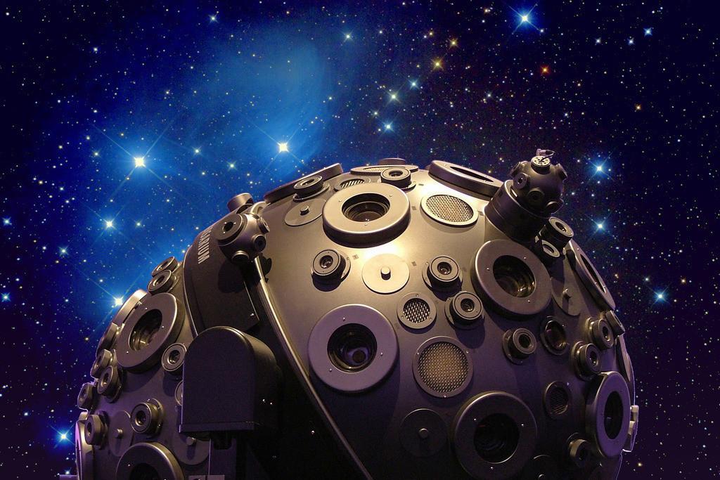 Planetarium_Montage_ers | Planetarium Hamburg