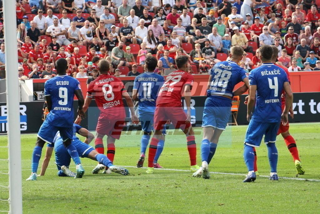 Bayer 04 Leverkusen - TSG 1899 Hoffenheim | Strafraumgerangel vor einer der 19 Bayer-Ecken