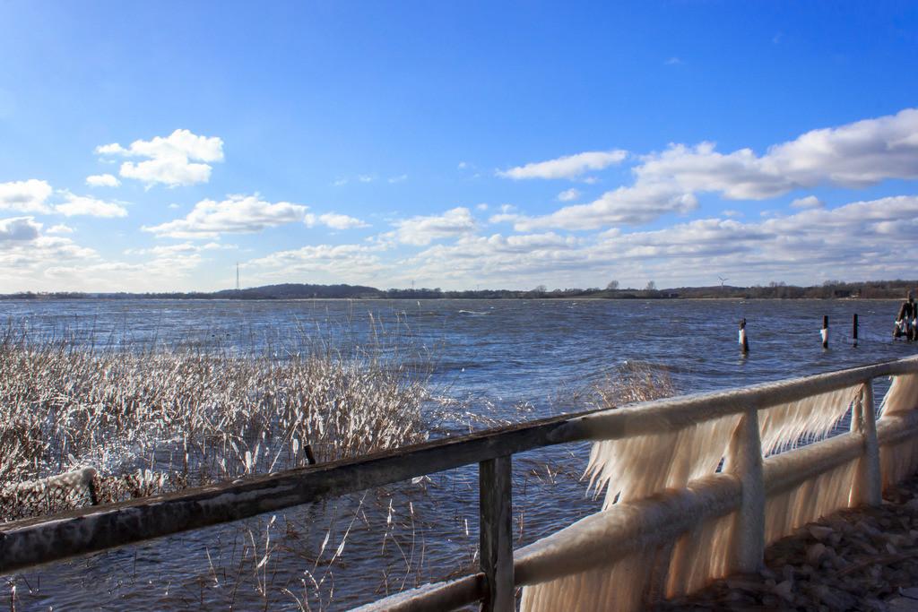 Sieseby an der Schlei | Vereister Steg in Sieseby an der Schlei im Winter