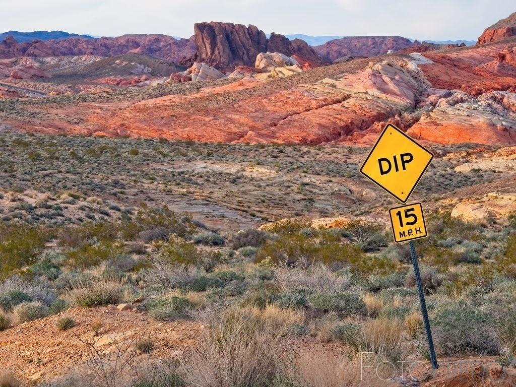DIP  | Strassenverkehrsschild im Valley of Fire, Nevada, USA