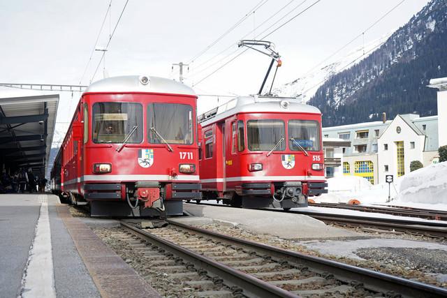 ABDt 514 & ABDt 515 | Beide Fahrzeuge begegnen sich im Bahnhof Davos Dorf