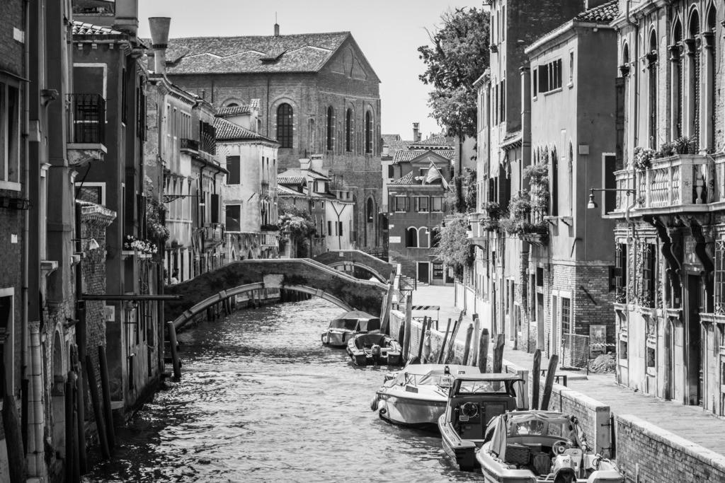 Venice-bnw-44