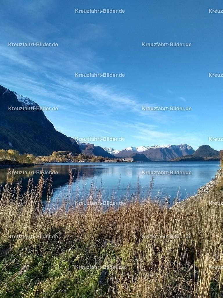 Fjord vor Andalsnes II | Fjord vor Andalsnes