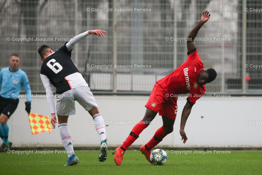 191211_levvsjuvu19_0335 | Leverkusen, 11.12.2019 UEFA Youth League Gruppe D Bayer 04 Leverkusen U19 - Juventus Turin emspor, v.l.,  Alessandro Pio Riccio (Juventus Turin U19), Abdul Moursalim (Bayer 04 Leverkusen U19),Zweikampf, Action, Aktion, Battles for the Ball    (DFL/DFB REGULATIONS PROHIBIT ANY USE OF PHOTOGRAPHS as IMAGE SEQUENCES and/or QUASI-VIDEO)