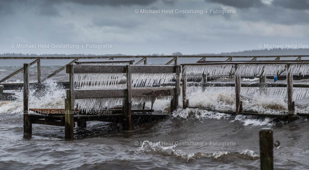 03 März | Frühjahrssturm am See | Eisgebilder im Sturm am Selenter See, Grabensee