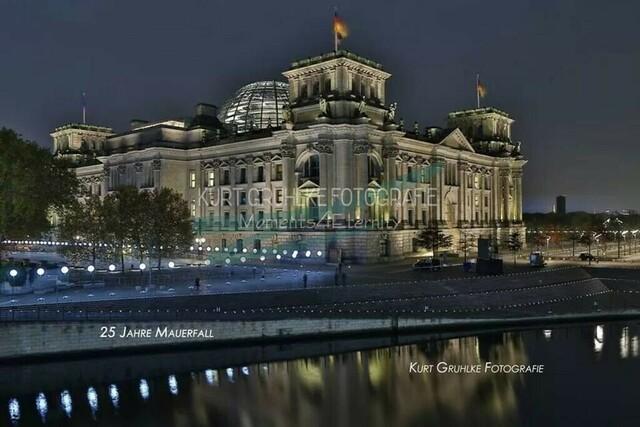 Berlin Reichstagsgebäude 25. jähriges Jubiläum | 25. Jahre Mauerfall