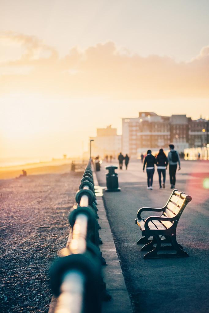 Brighton | Spaziergang Strandpromenade, Abendsonne, Brighton, England