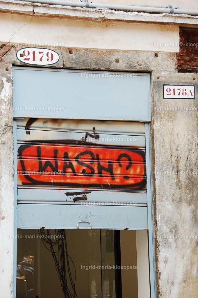 V242   Graffiti