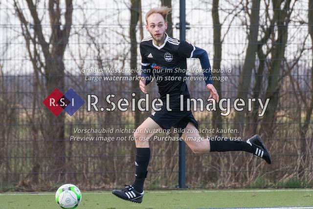 Fußball, Herren, Kreisliga 3, ETSV Hamburg II - SC Vier- und Marschlande III., Mittlerer Landweg, 01.03.2020   Leif Erik Obrembalska (#14, ETSV)