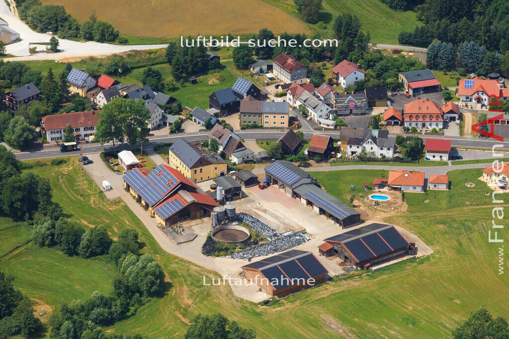 schoenbrunn-wunsiedel-2016-250 | Luftbild von Schoenbrunn Wunsiedel - Luftaufnahme wurde 2016 von https://frankenair.de mittels Flugzeug (keine Drohne) erstellt - die Geschenkidee