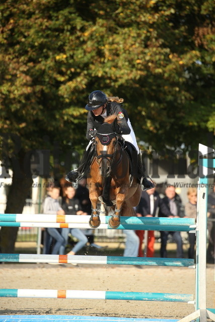 Rot am See_2021_Ponyspringprüfung_Kl.M_Leonie Assmann_Kaiser Karl AG (3)