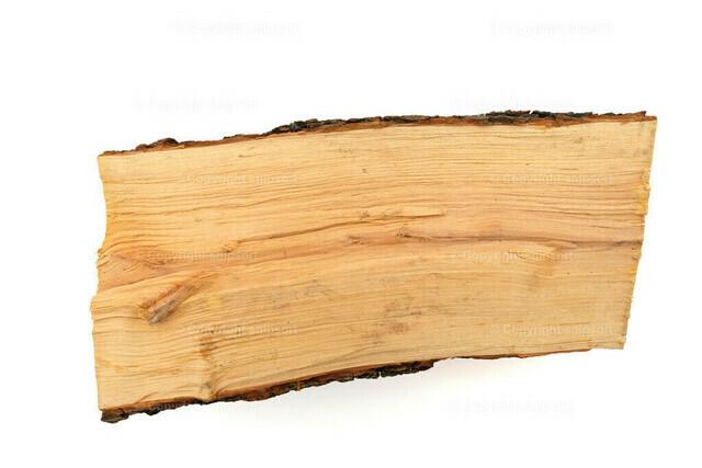 Holzscheit (isoliert) | Ein Holzscheit über weißem Hintergrund, freigestellt