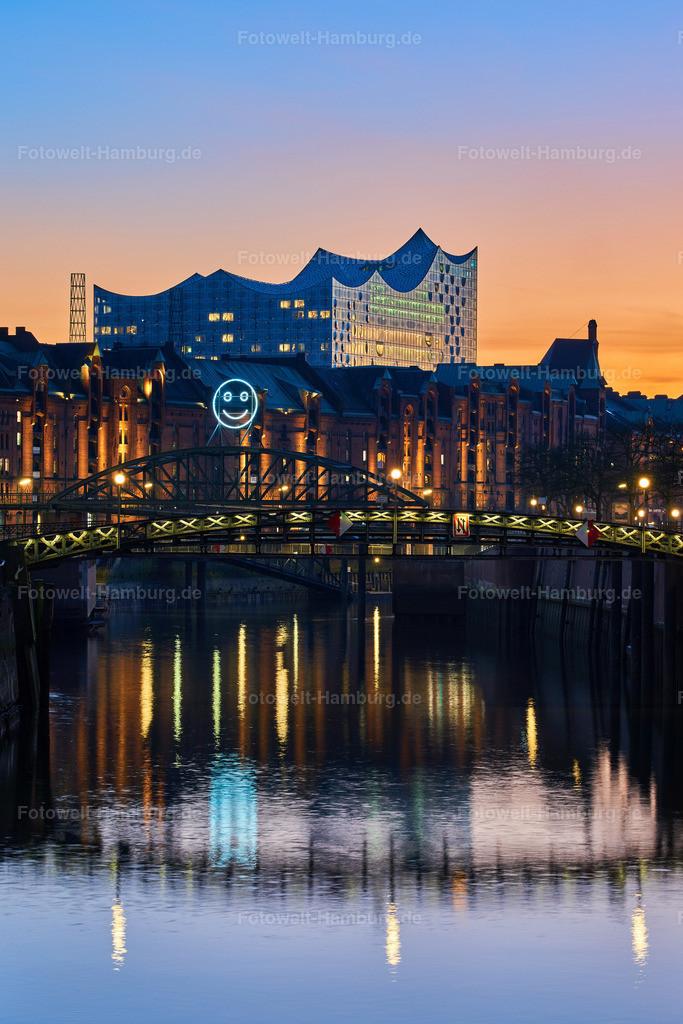 10190314 - Elbphilharmonie und Zollkanall   Blick über den Zollkanal an der Speicherstadt auf die Elbphilharmonie