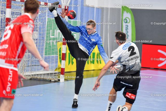 AUT, HLA, HC Linz AG vs Schwaz Handball Tirol   09.10.2021, Sporthauptschule Linz-Kleinmuenchen, AUT, HLA, HC Linz AG vs  Schwaz Handball Tirol, im Bild Markus Bokesch (Linz) vs Alexander Wanitschek (Tirol)