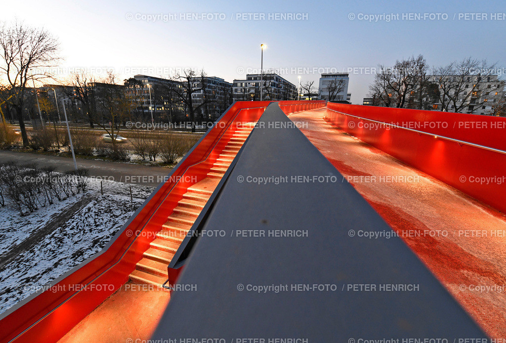 Fussgänger- und Radfahrerbrücke über die Rheinstrasse in Darmstadt ©HEN-FOTO Peter Henrich | Fussgänger- und Radfahrerbrücke über die Rheinstrasse in Darmstadt mit Blickrichtung Norden 12.02.2021 ©HEN-FOTO Peter Henrich