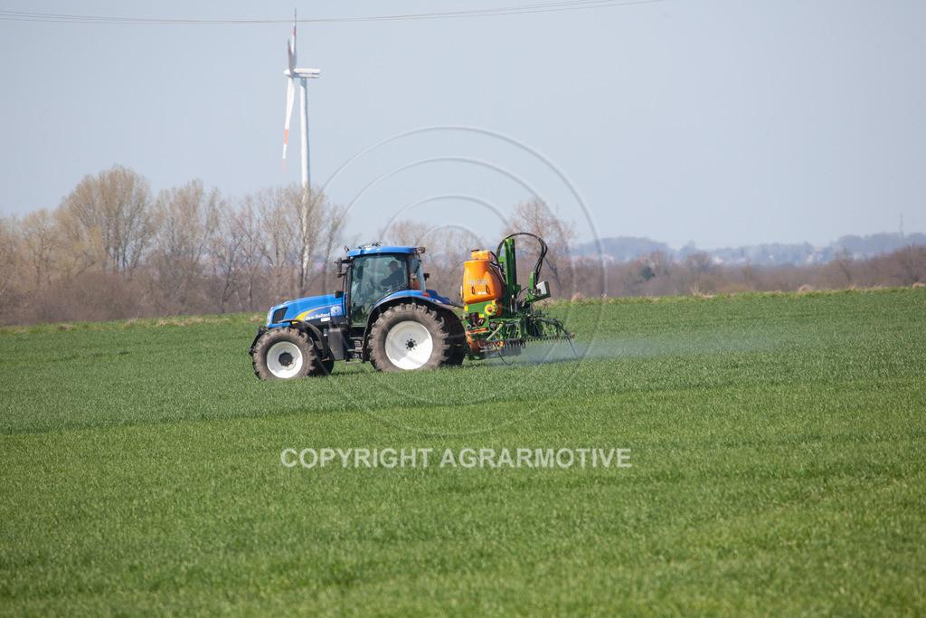 20100417-IMG_5627 | Feldspritze im jungen Getreidebestand