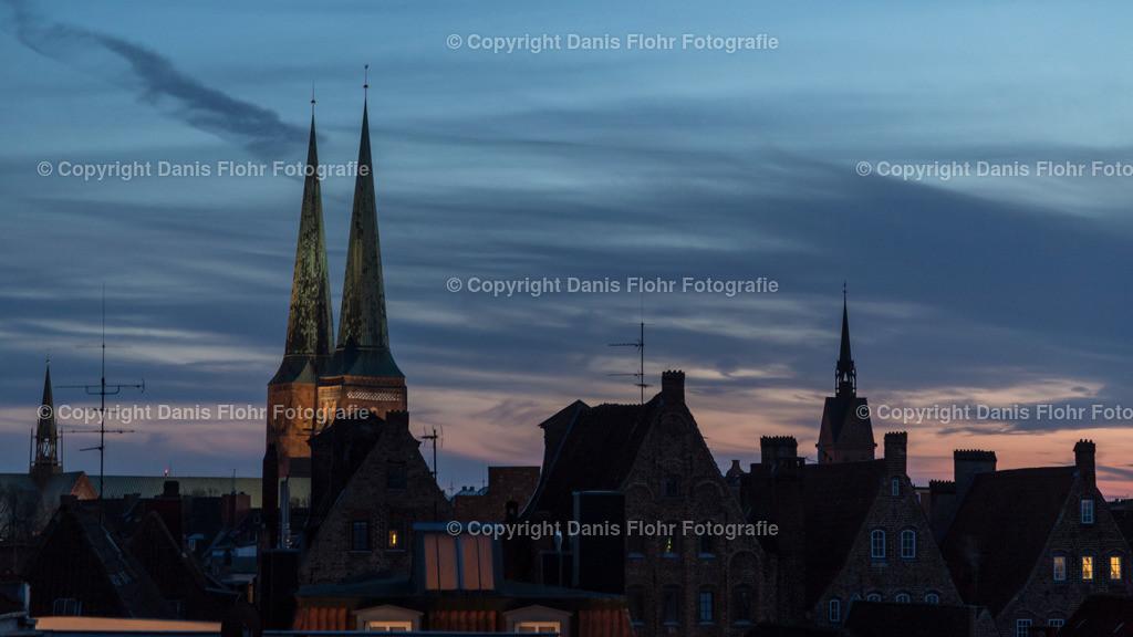 Abendlicher Himmel mit Dom | Lübecker Dom im Abendlicht