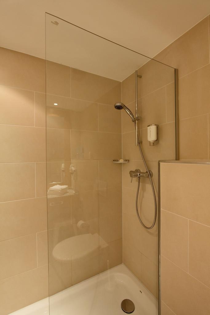 bad-dusche-01-hplus-hotel-willingen