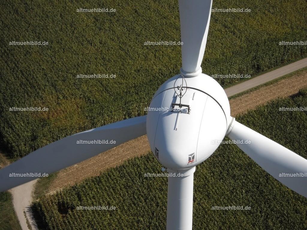 Windrad | Luftaufnahme einer Windkraftanlage aus 95 Metern Höhe