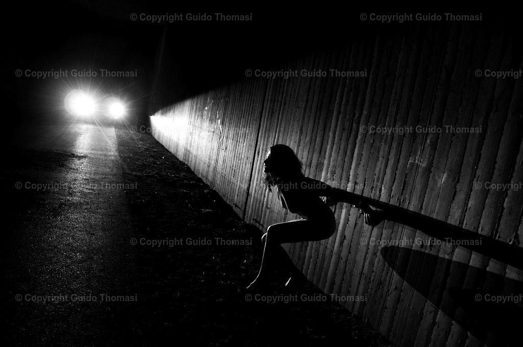 Unterführung  | Die hohe Kunst der Aktfotografie. Hier findet Ihr Erotikposter und Aktposter aus meinem langjährigen schaffen. Besonders die Schwarzweiß fotografie finde ich besonders schön.