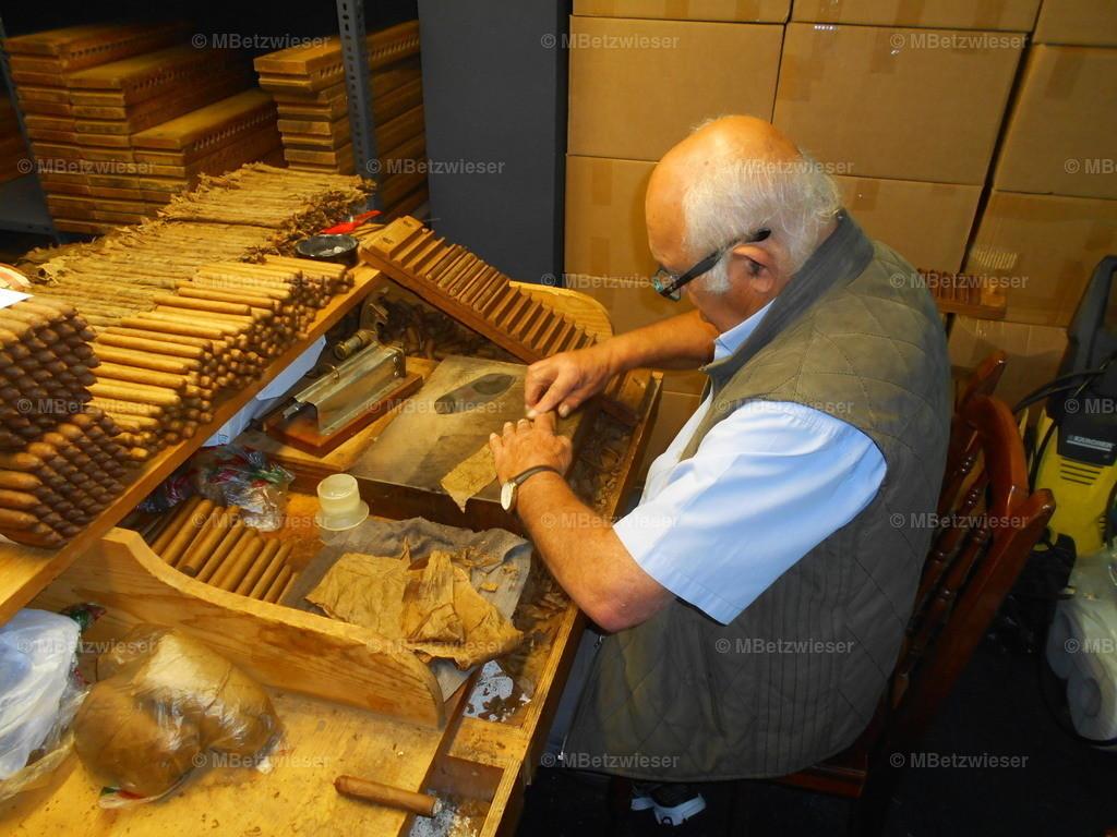 DSCN0719   Handarbeit in der Manufaktur Julio in Brena Alta
