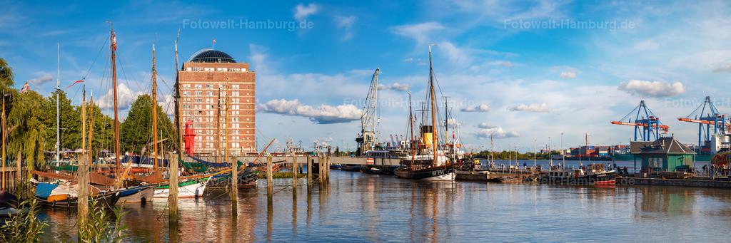 10201007 - Museumshafen Övelgönne Panorama | Panoramablick über den bekannten Museumshafen in Hamburg Övelgönne.