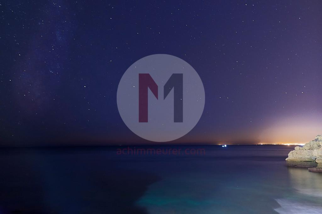 Sternenhimmel über der Küste der Algarve, Portugal