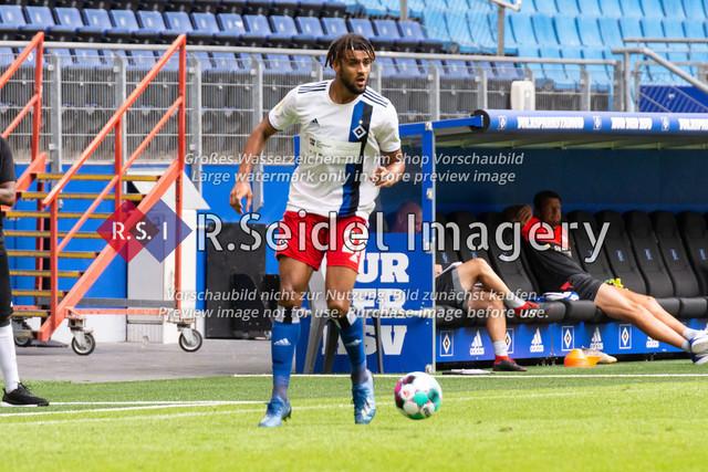 Fußball, Herren, Testspiel, Hamburger SV - FC Hansa Rostock, Volksparkstadion, 09.08.2020   Josha Vagnoman (#27 HSV)