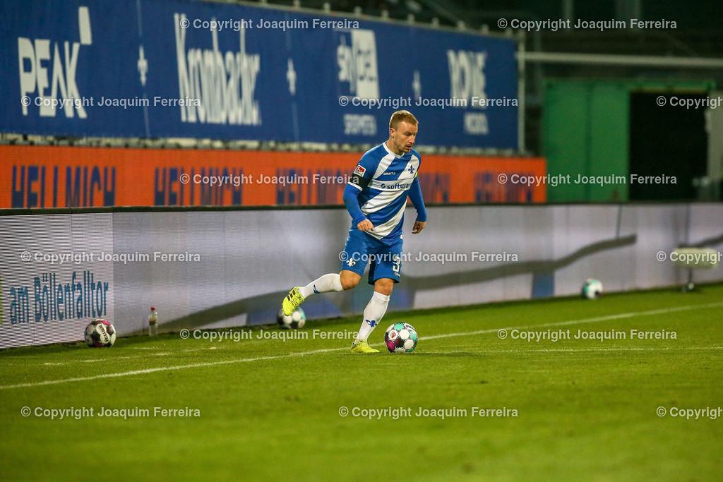 201127_svdvsbvt_0586 | 27.11.2020, xjfx, Fussball 2.BL SV Darmstadt 98 - Eintracht Braunschweig,  emspor, emonline, despor, v.l.,  Fabian Holland (SV Darmstadt 98)     (DFL/DFB REGULATIONS PROHIBIT ANY USE OF PHOTOGRAPHS as IMAGE SEQUENCES and/or QUASI-VIDEO)