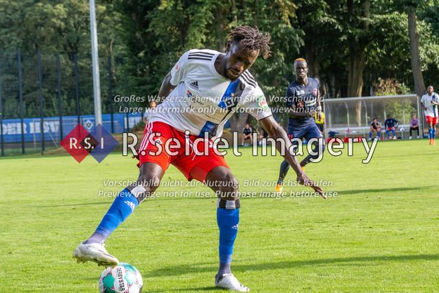 Fußball, Herren, Testspiel, Hamburger SV - FC Midtjylland, HSV-Trainingsplatz am Volksparkstadion, 20.08.2020   Bakery Jatta (#18, HSV)
