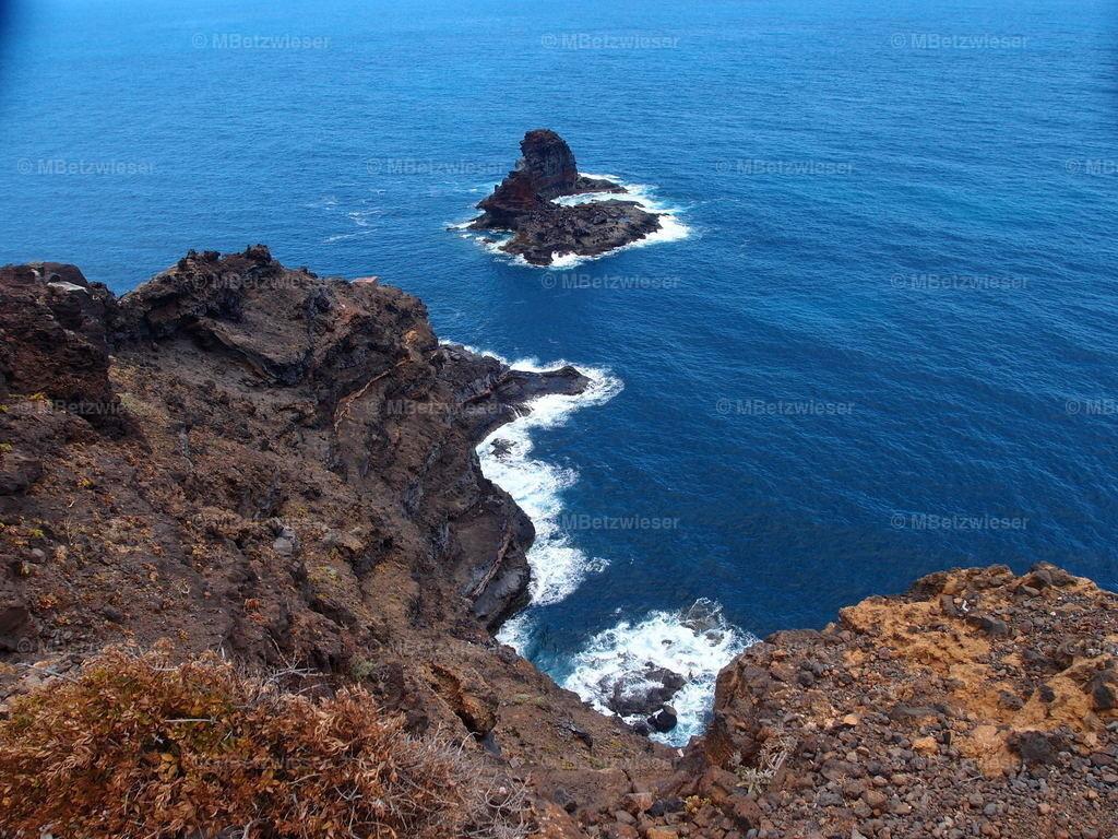 P5286167 | Vorgelagerte Felsinsel im Norden von La Palma