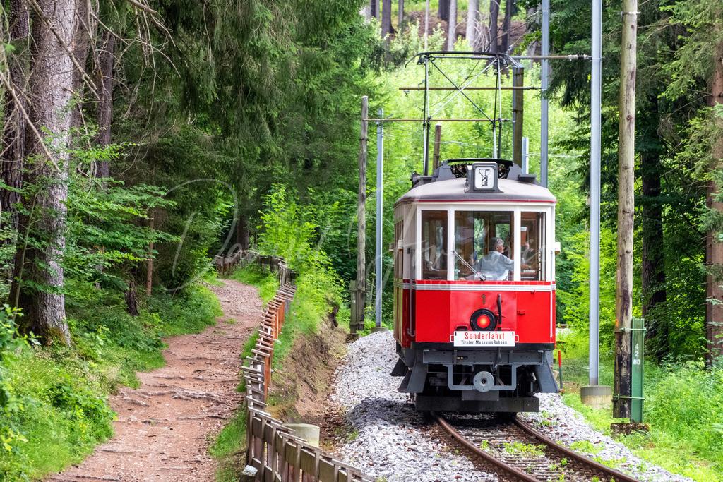 Nostalgiebahn | Die nostalgische Straßenbahn auf dem Weg nach Igls