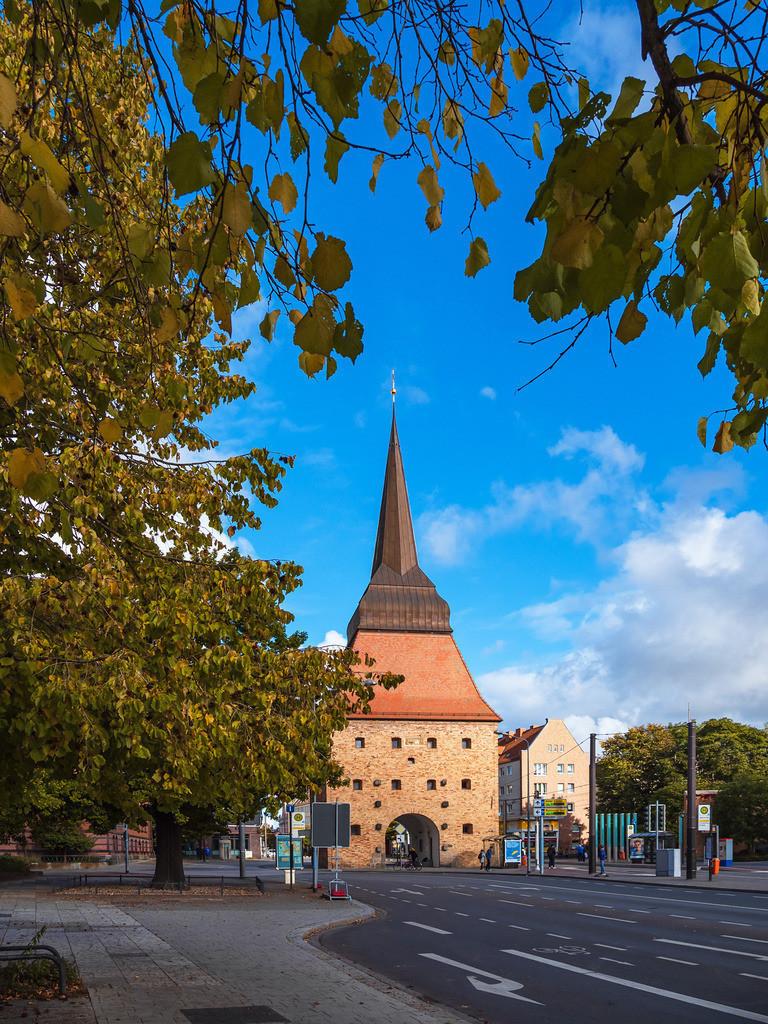Blick auf das Steintor in der Hansestadt Rostock im Herbst | Blick auf das Steintor in der Hansestadt Rostock im Herbst.