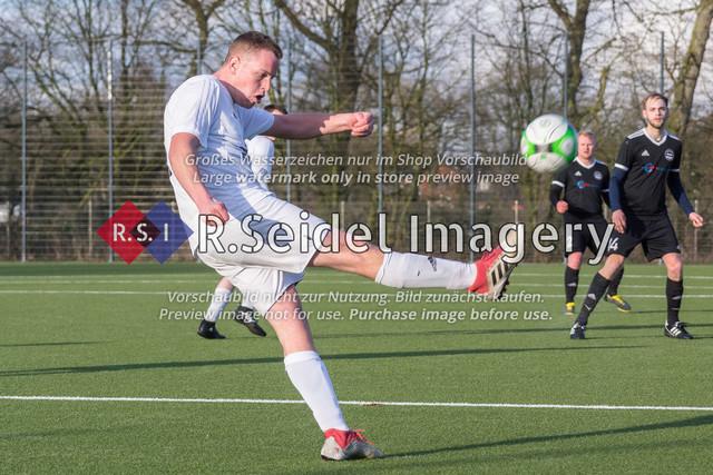Fußball, Herren, Kreisliga 3, ETSV Hamburg II - SC Vier- und Marschlande III., Mittlerer Landweg, 01.03.2020 | Bendix Hermann Siemers (#4, SCVM)