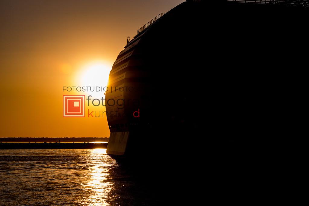 @_Marko_Berkholz_mberkholz_Schiffe_Boote_MBE5732 | Die Bildergalerie Schiffe & Boote des Warnemünder Fotografen Marko Berkholz zeigt Stimmungen und unzählige Details und Momente. Die Hafeneinfahrt bei Tag, in der Nacht und am Morgen, sind oft die außergewöhnliche Kulisse.