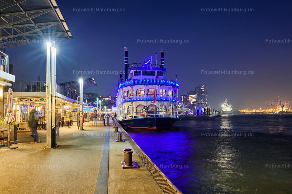 10200608 - Louisiana Star bei Nacht | Die blauen Lichter der Louisiana Star tauchen die Landungsbrücken bei Nacht in eine ganz besondere Stimmung.