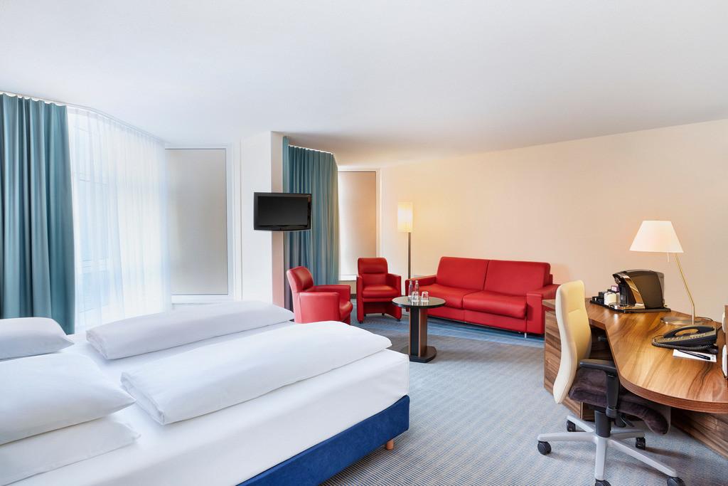 zimmer-suite-04-hplus-hotel-bruehl-koeln