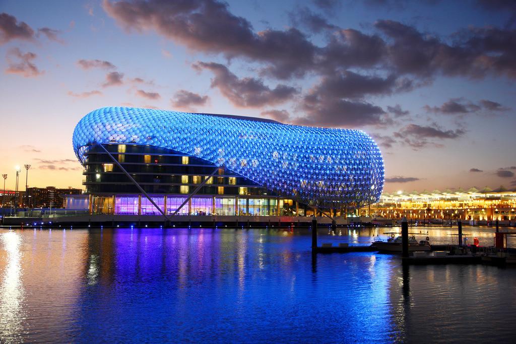 JT-110228-3691 | Yas-Hotel auf Yas Island. Futuristisches Luxushotel inmitten der Formel 1 Rennstrecke von   ,Abu Dhabi, Vereinigte Arabische Emirate.