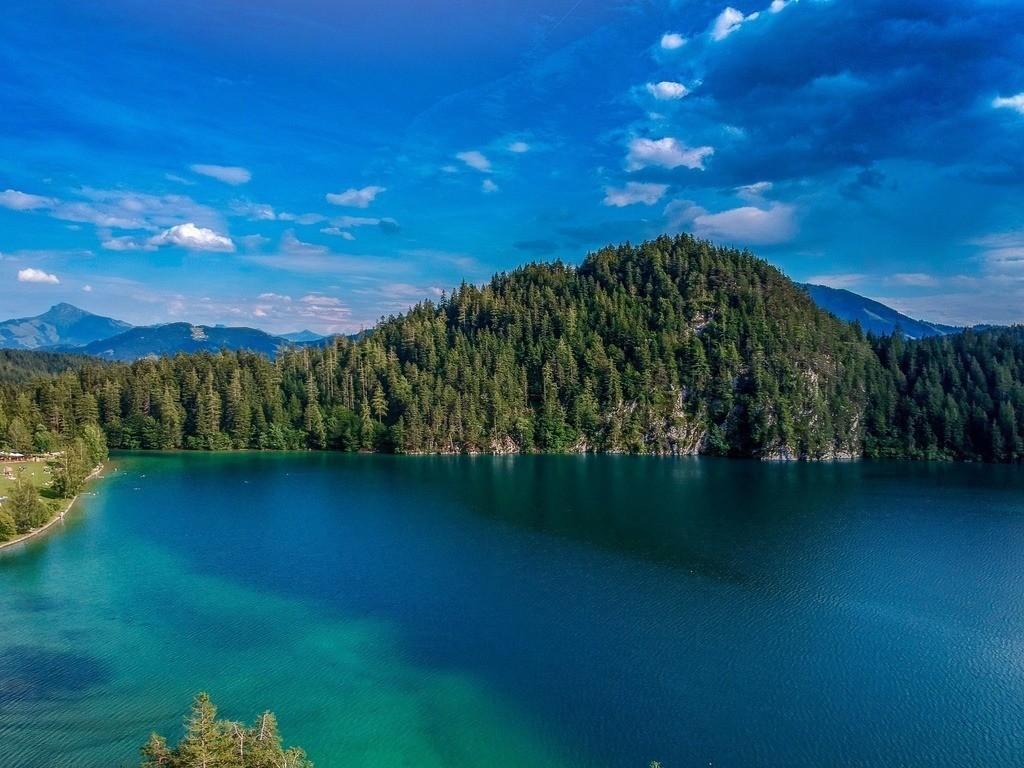 Luftaufnahme vom Hintersteiner See | Blick von oben auf den See in Österreich