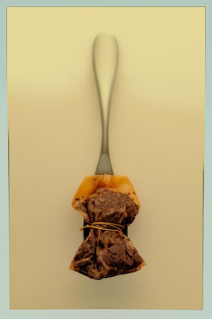 Teelöffel | Teelöffel mit abgebundenem Teebeutel