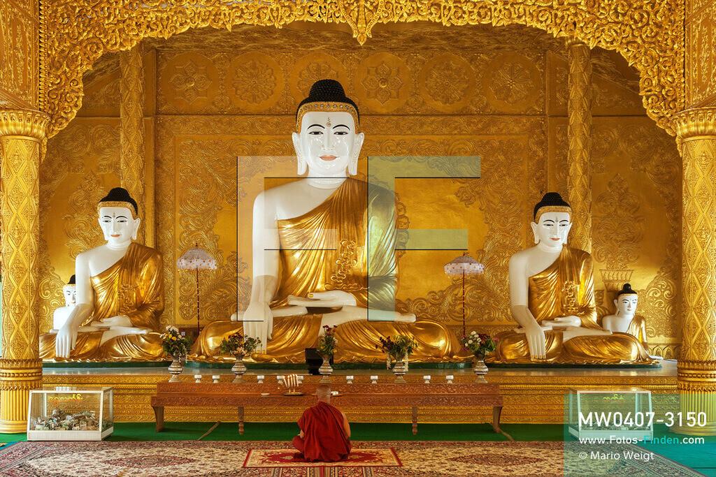 MW0407-3150 | Myanmar | Pathein | Meditative Fotos | Meditierender Mönch vor Buddha-Statuen in der Shwe-Moke-Htaw-Pagode   ** Feindaten bitte anfragen bei Mario Weigt Photography, info@asia-stories.com **