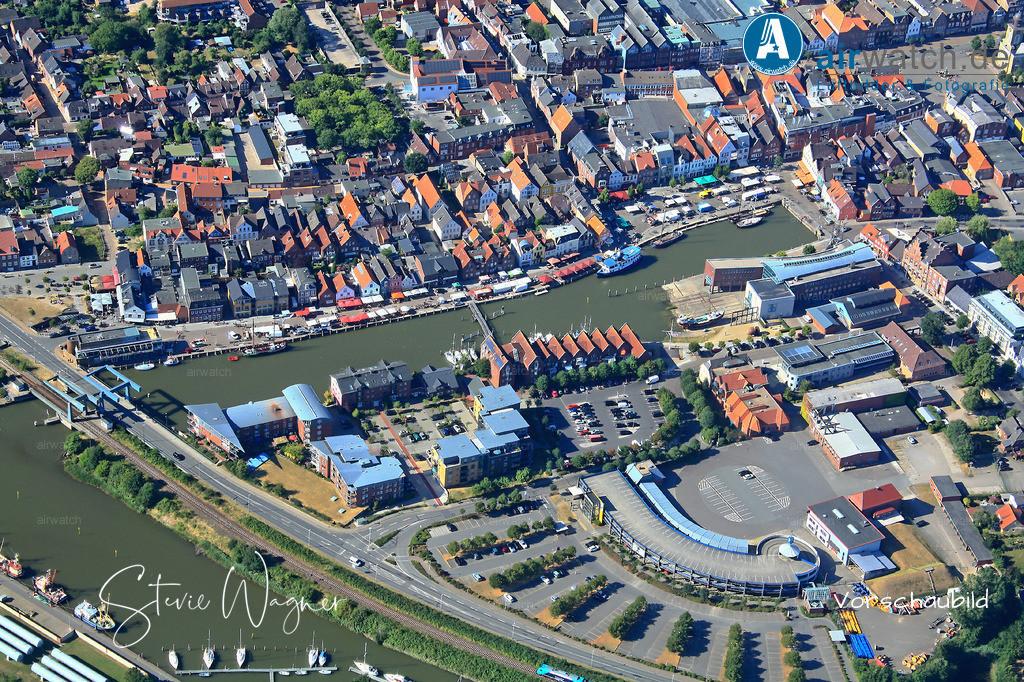 Luftbild Husum, Nordsee, Binnenhafen, Hafentage, Hafenstr., Gaswerkstr.   Luftbild Husum, Nordsee, Binnenhafen, Hafentage, Hafenstr., Gaswerkstr. • max. 4272 x 2848 pix.