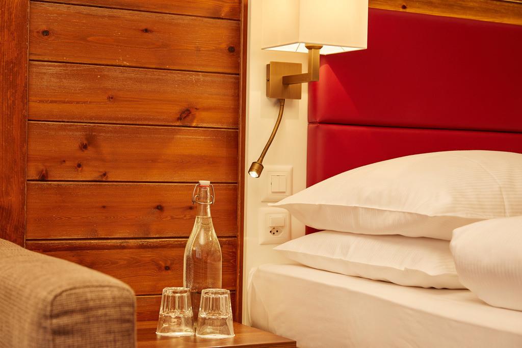 zimmer-superior-doppelzimmer-detail-01-hplus-hotel-engelberg