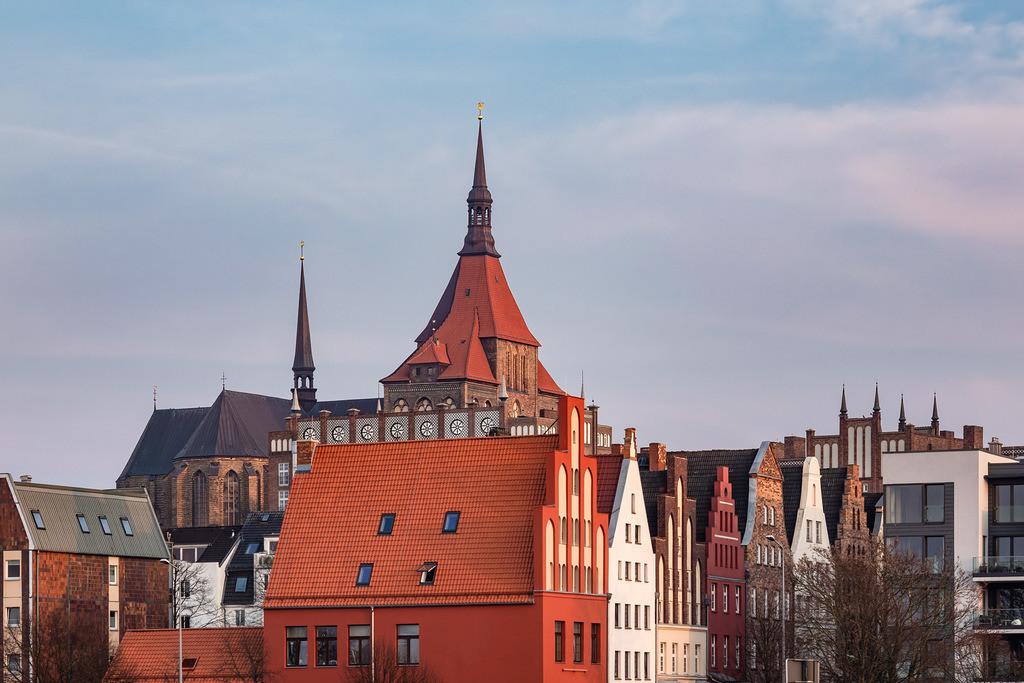Blick auf historische Gebäude in Rostock   Blick auf historische Gebäude in Rostock.