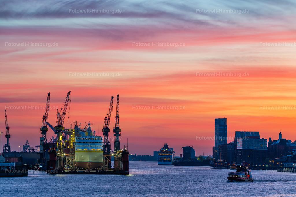 10200510 - Abendrot am Hamburger Hafen | Blick entlang der Elbe auf das Dock 10 und den Altonaer Hafen.