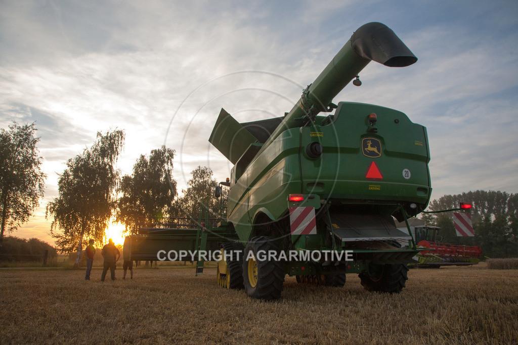 20120817-_MG_8711 | Weizenernte in der Dämmerung