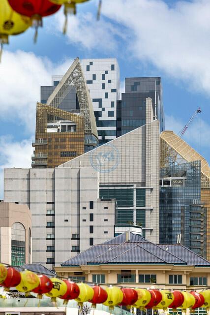 Singapur Blick auf die Hochhaus-Skyline von Chinatown   SGP, Singapur, 19.02.2017, Singapur Blick auf die Hochhaus-Skyline von Chinatown © 2017 Christoph Hermann, Bild-Kunst Urheber 707707, Gartenstraße 25, 70794 Filderstadt, 0711/6365685;   www.hermann-foto-design.de ; Contact: E-Mail ch@hermann-foto-design.de, fon: +49 711 636 56 85